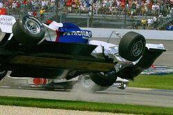 Crash at first corner: Nick Heidfeld rolls over