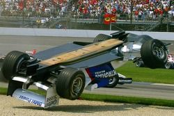 Crash at first corner: Nick Heidfeld rolls over