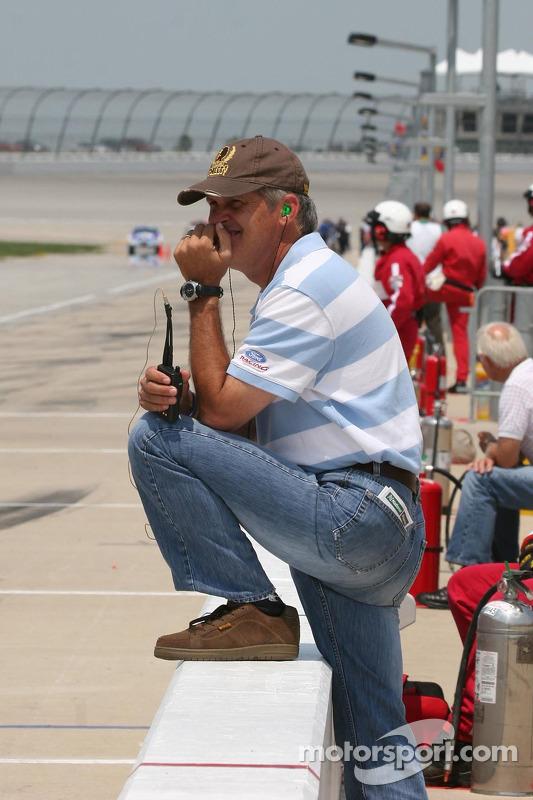 David Green regarde l'entraînement