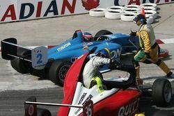 Steve Ott sort de sa voiture