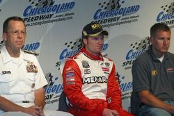 L'amiral Michael Mullen, Dale Earnhardt Jr. et Mark McFarland