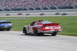 Denny Hamlin a subi des dommages à l'arrière de sa voiture