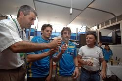 Elf fête les 150 victoires du Grand Prix avec Fernando Alonso et Giancarlo Fisichella