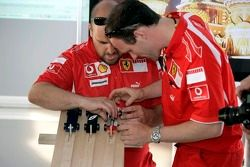 Red Bull le jeudi : des membres de l'équipe Ferrari et le Derby de Pinewood