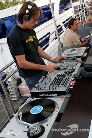Red Bull le jeudi : le disc-jockey aux platines