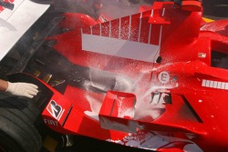 Coche de Michael Schumacher con fuego