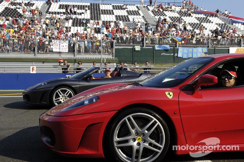 Michael Schumacher ve Felipe Massa drive Ferrari F430 Cars