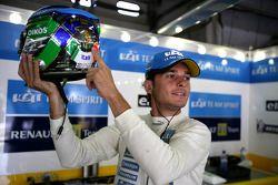 Giancarlo Fisichella avec un casque d'édition spéciale pour la victoire de l'Italie à la Coupe du Monde