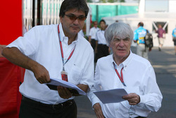Pasquale Lattuneddu, Chief Operations FOM, talks with Bernie Ecclestone
