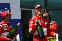 Podium: champagne for Michael Schumacher and Felipe Massa