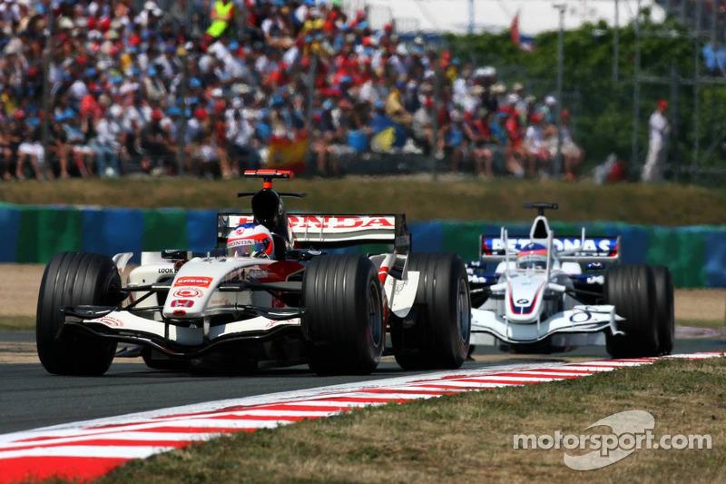 Rubens Barrichello devant Jacques Villeneuve