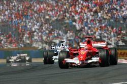 Michael Schumacher devance Jacques Villeneuve