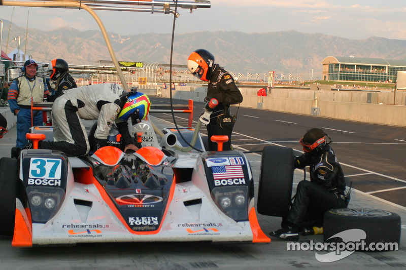 Arrêt au stand d'Intersport Racing