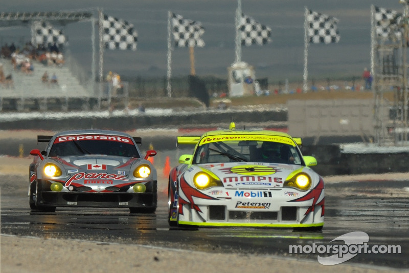 #51 Multimatic Motorsports Team Panoz Panoz Esperante GTLM: Gunnar Jeannette, Tom Milner suivent #31 Petersen/White Lightning Porsche 911 GT3 RSR: Jorg Bergmeister, Michael Petersen, Patrick Long