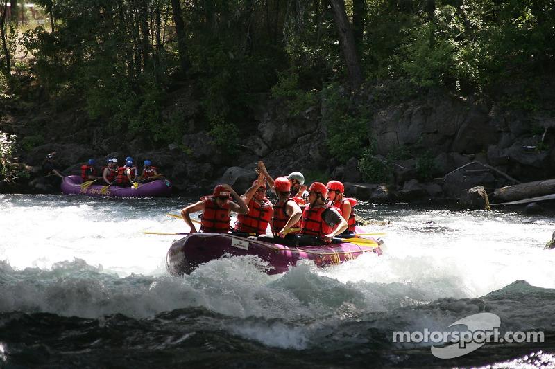 L'équipe de rafting de Panoz fait la fête