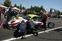 Pit crew challenge: #31 Petersen/White Lightning Porsche 911 GT3 RSR: Jorg Bergmeister, Michael Petersen, Patrick Long