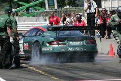 Pit crew challenge: #007 Aston Martin Racing Aston Martin DB9: Tomas Enge, Darren Turner