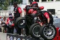 Pit crew challenge: Team PTG crew gets ready