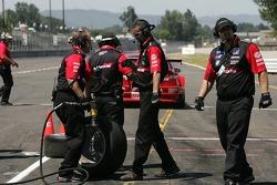 Pit crew challenge: #21 Team PTG BMW E46 M3: Bill Auberlen, Joey Hand