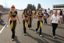Pirelli girls make their entrance on the starting grid