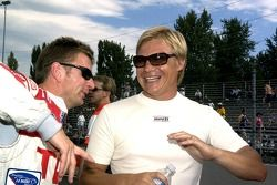 Allan McNish and Mika Salo share a story before the race