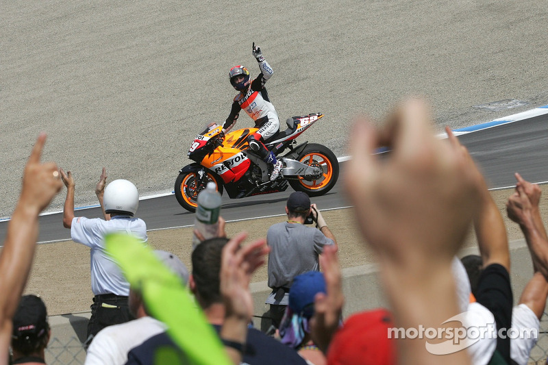 Nicky Hayden celebra victoria