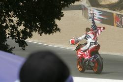 Nicky Hayden fête sa victoire