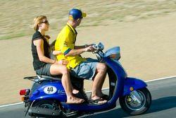 Колин Эдвардс с женой и ребенком на скутере