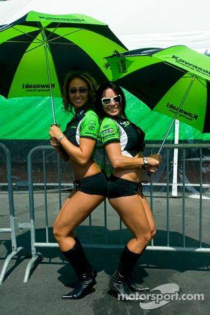 Kawasaki umbrella girls