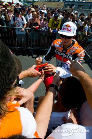 Nicky Hayden signs autographs