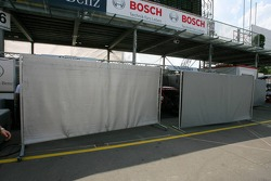 The fan friendly screens at Mercedes-Benz that block the view into the pitboxes