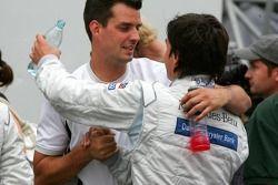 Bruno Spengler félicité par son ingénieur de course