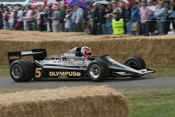 Лео Мэнселл за рулем Lotus Cosworth 79