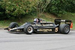 Грег Мэнселл за рулем Lotus Cosworth 79