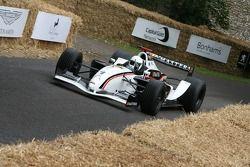 Рене Арну за рулем гоночного автомобиля GP Masters с двигателем Cosworth