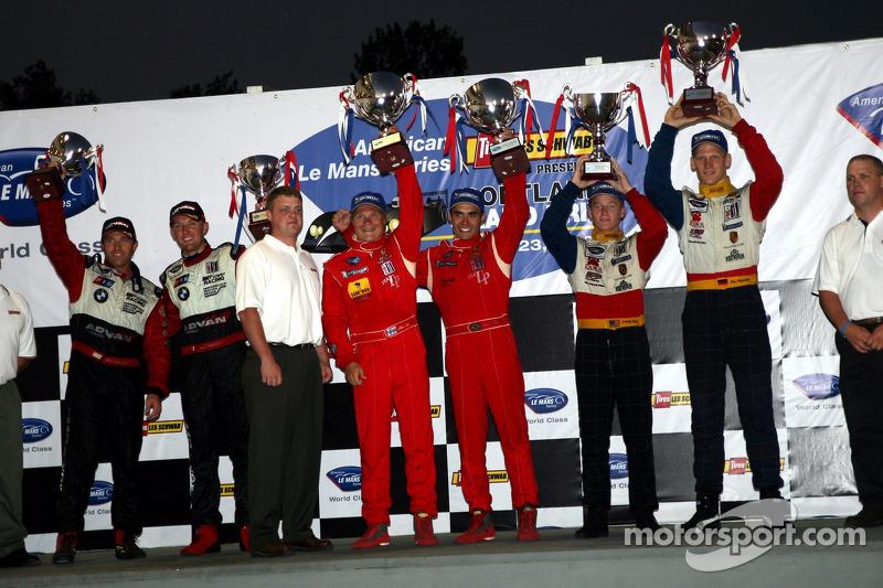 Podium LMGT2: les vainqueurs Jaime Melo et Mika Salo, avec les deuxièmes Jorg Bergmeister et Patrick Long, et les troisièmes Bill Auberlen et Joey Hand