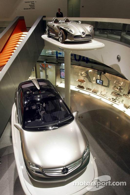 Evénement média de DaimlerChrysler Mercedes: des prototypes Mercedes-Benz dans le musée à Stuttgart