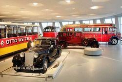 Evento de preparación de medios de DaimlerChrysler Mercedes: coches históricos en el Museo de Merced