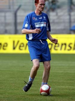 Evento de la UNESCO Juego del corazón, las superestrellas de F1 juegan contra las superestrellas RTL: Piet Klocke