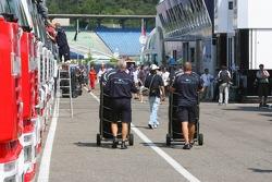 Personal de Williams F1 Team en el paddock