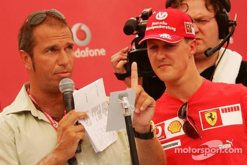 Evénement DJ de Vodafone Racing: Kai Ebel avec Michael Schumacher