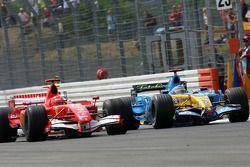Михаэль Шумахер, Ferrari, и Фернандо Алонсо, Renault
