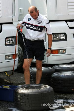 BMW mechanic cleaning the rims