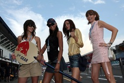 Fórmula Unas chicas Maja Dejanovic, Enyerlina Sanches, Issa Lena y Julia Sonnenstuhl