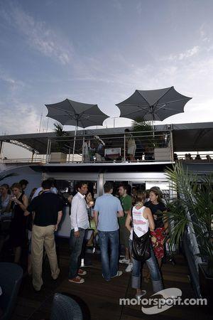 Red Bull Chilled jueves: invitados en la cubierta de la estación de energía de Red Bull