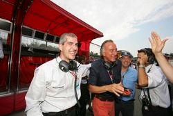 Alessandro Alluni Bravi et l'équipe célèbrent la victoire de Gianmaria Bruni