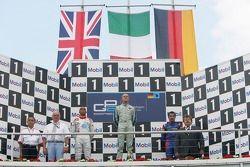 Gianmaria Bruni 1er, Lewis Hamilton 2ème, Timo Glock 3ème