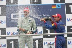 Gianmaria Bruni 1er, Timo Glock 3ème aspergent de champagne
