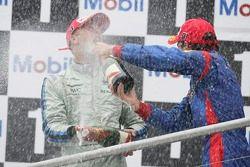 Gianmaria Bruni 1er, Timo Glock 3ème, aspergent de champagne