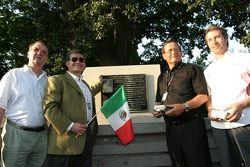 Souvenir de Pedro Rodriguez (1940-1971): Dr. Maly, Mr. Quintana, Mr. Leistner et Heinz-Harald Frentzen